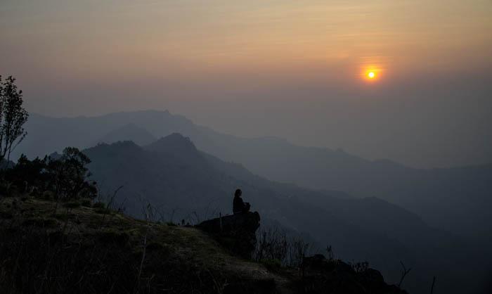 Wschód słońca w górach, Phu Chi Fa
