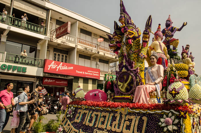 A float carrying one of the beauty pageant contestants