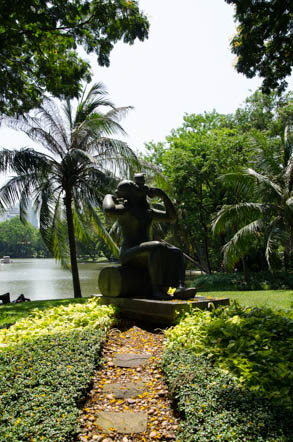 A sculpture in Lumphini Park