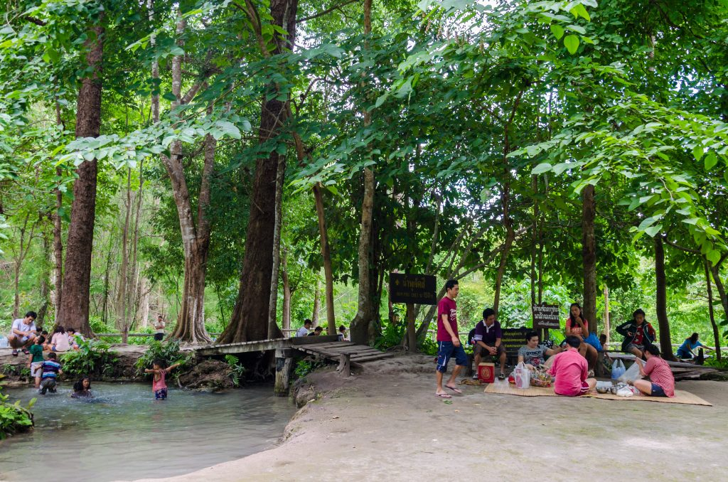 People having a picknick at the entrance to the Bua Tong Sticky Waterfalls