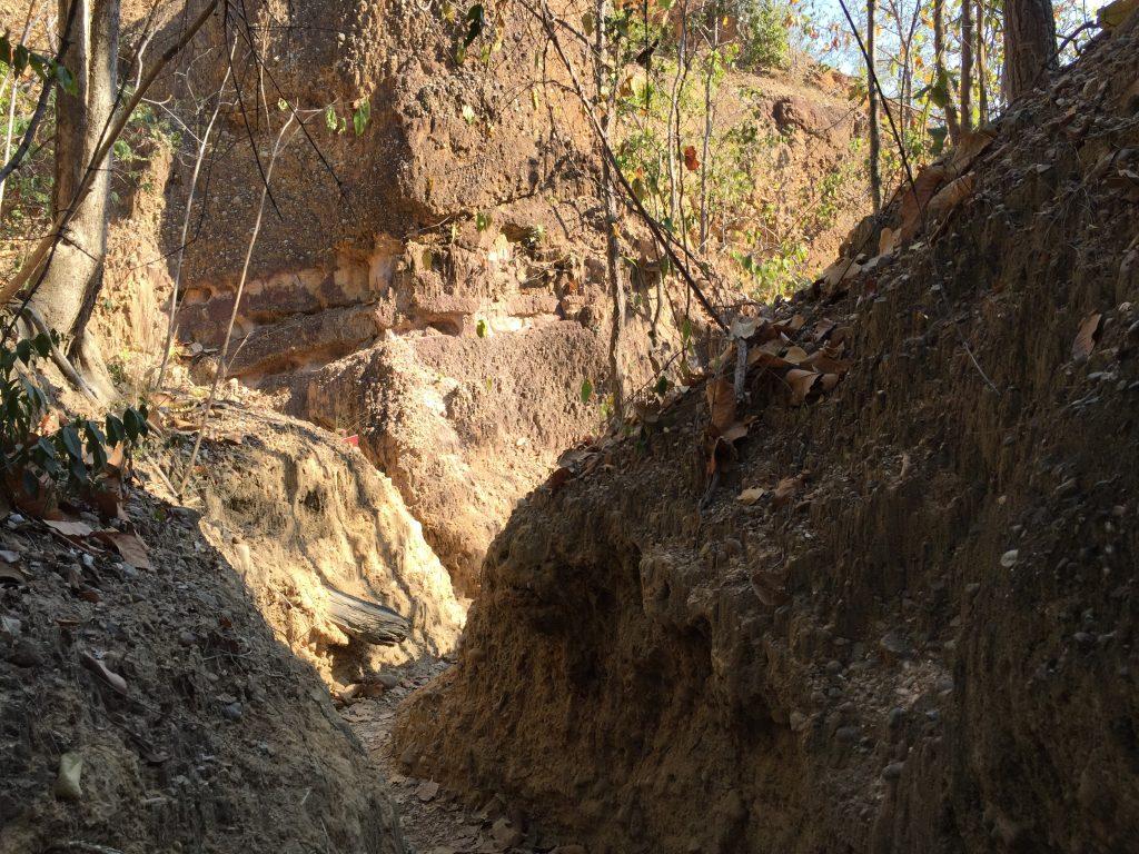 Wąskie korytarze wokół kanionu