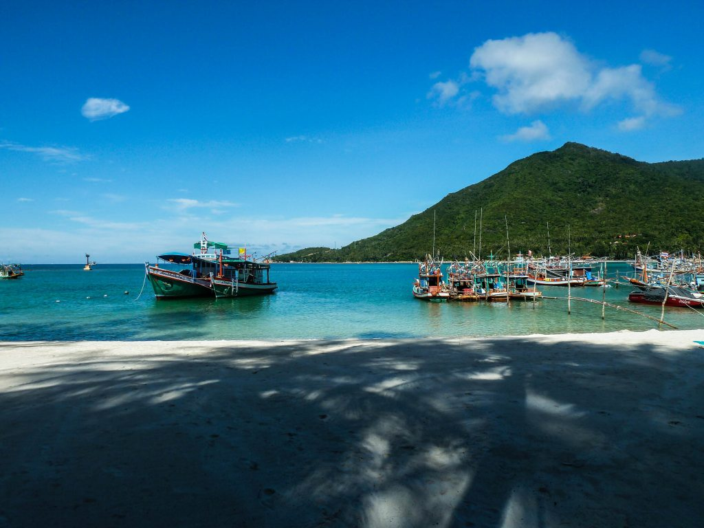 Nie spiesz się. Podróżuj powoli. Na zdj. plaża na jednej z tajskich wysp.