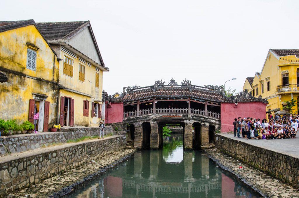 Pięknie zdobiony most jest jedną z najbardziej popularnych atrakcji w Hoi An