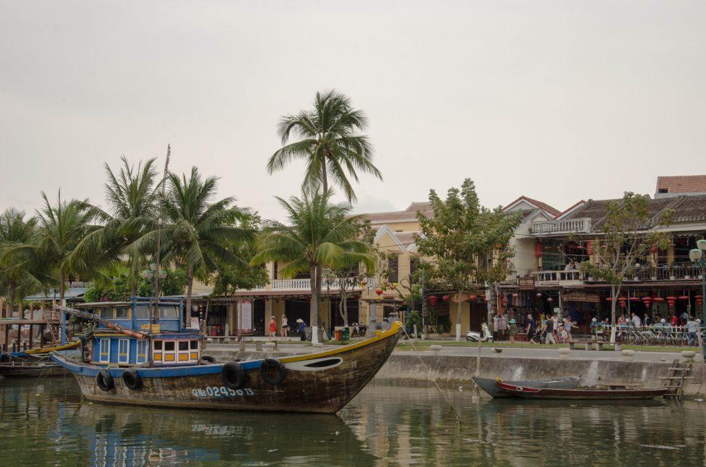 Brzeg rzeki w Hoi An stanowi doskonałe miejsce na spacery