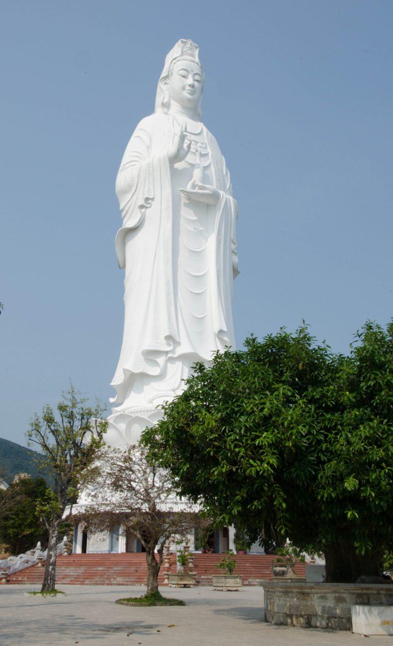 Bogini Litości mierzy ponad 67 metrów i jest najwyższą tego typu statuą w Wietnamie
