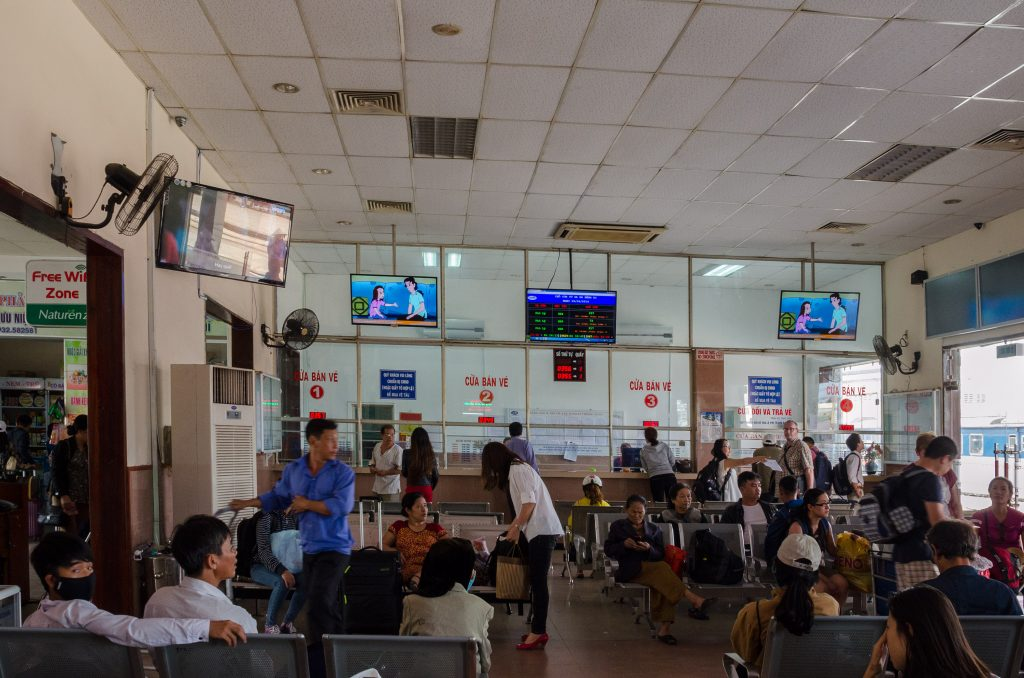 da-nang-trainstation-inside
