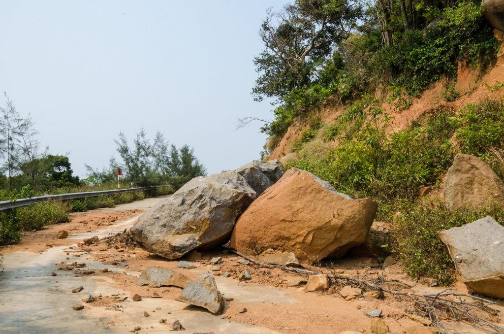 son-tra-peninsula-da-nang-rock-slide