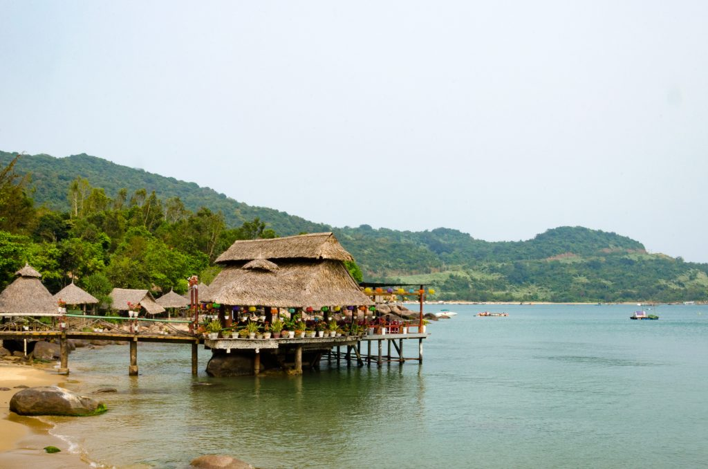 In Bai Rang you can relax in one of the restaurants on the water