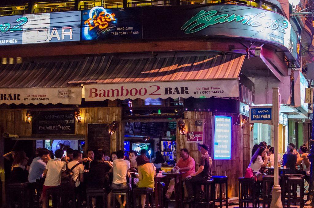 da-nang-nightlife-bamboo-bar-2