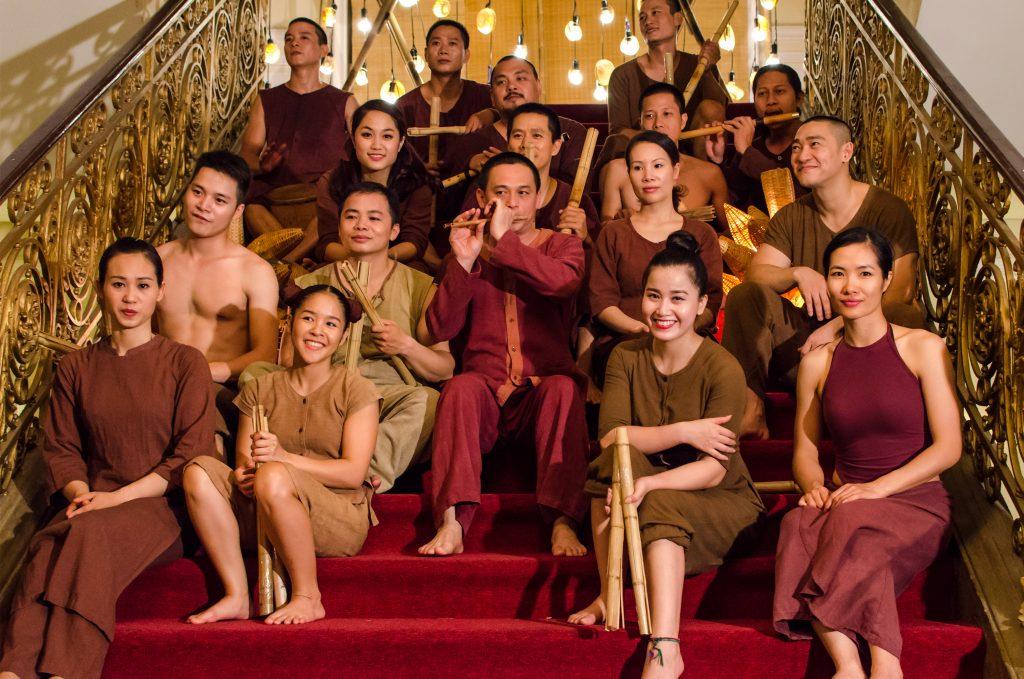 ho-chi-minh-city-ao-show-cast