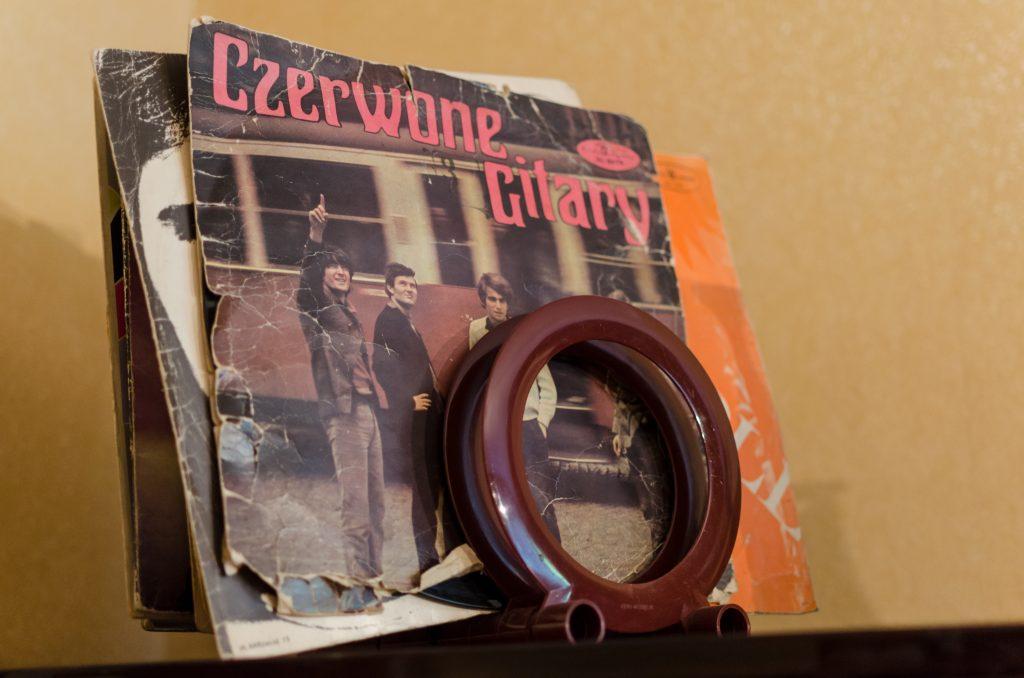 nowa-huta-communist-apartment-czerwone-gitary-vinyl