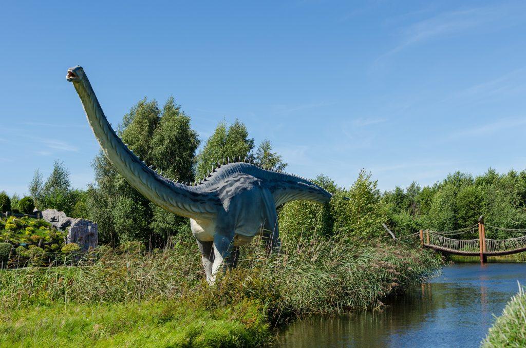 leba-dinosaur-park-lake-1