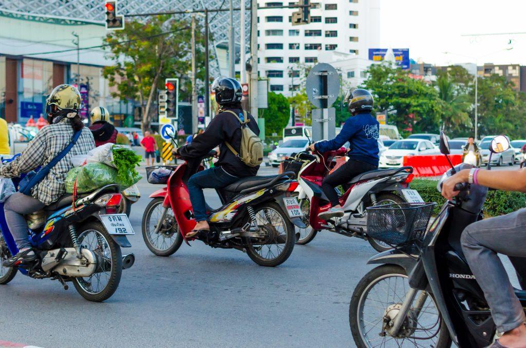 Skutery na ulicach Chiang Mai