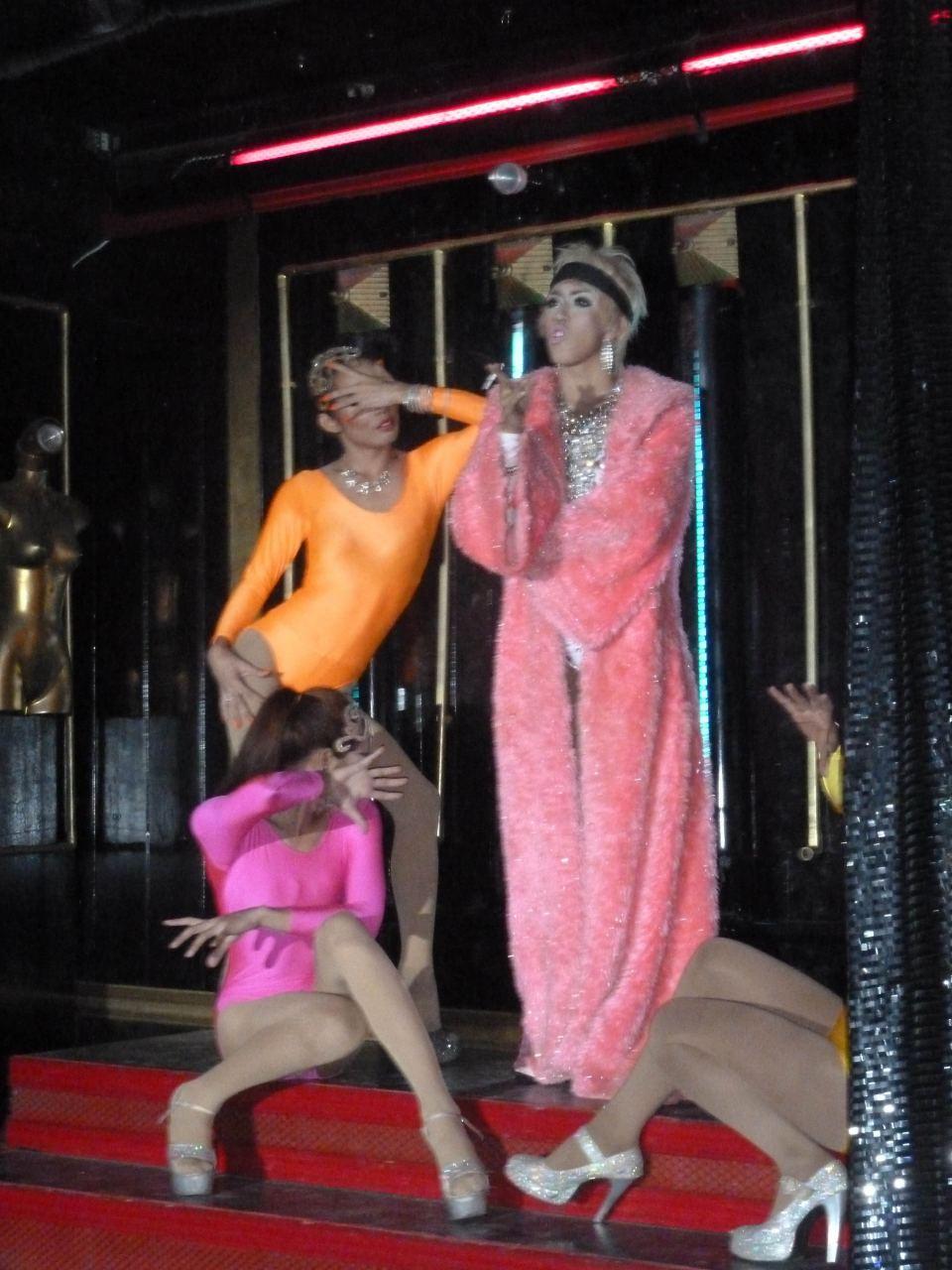 Ladyboye w kabarecie na Koh Tao.