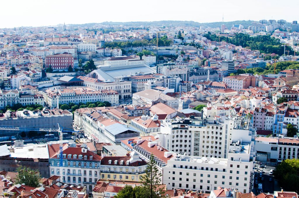 Domy w Lizbonie widziane z góry.