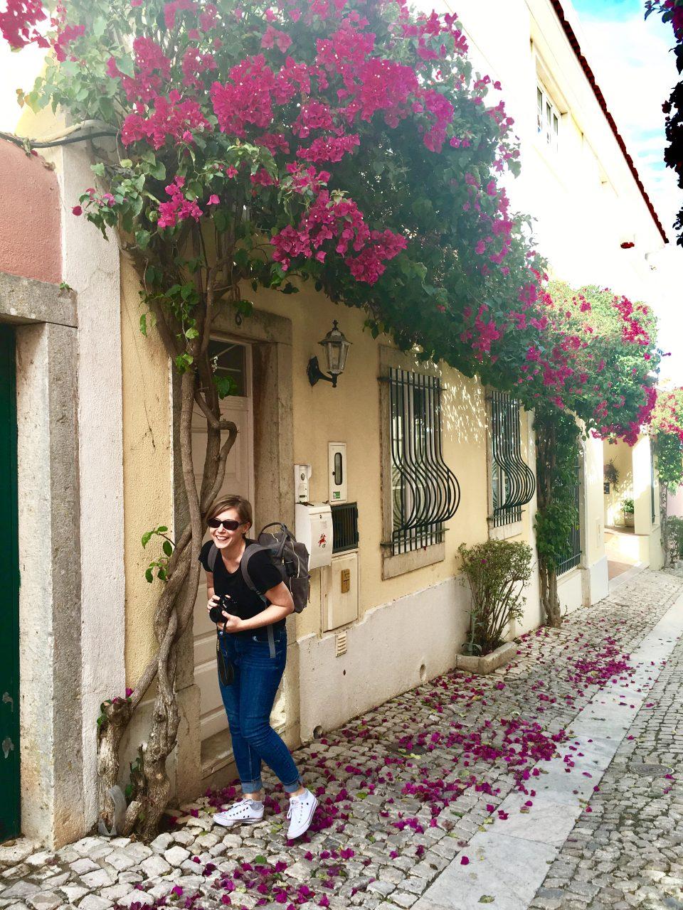 spacer w Cascais. Joanna w kwiatach.