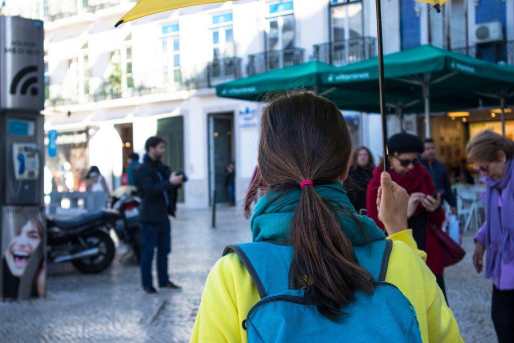 polski przewodnik w Lizbonie na ulicy Portugalii