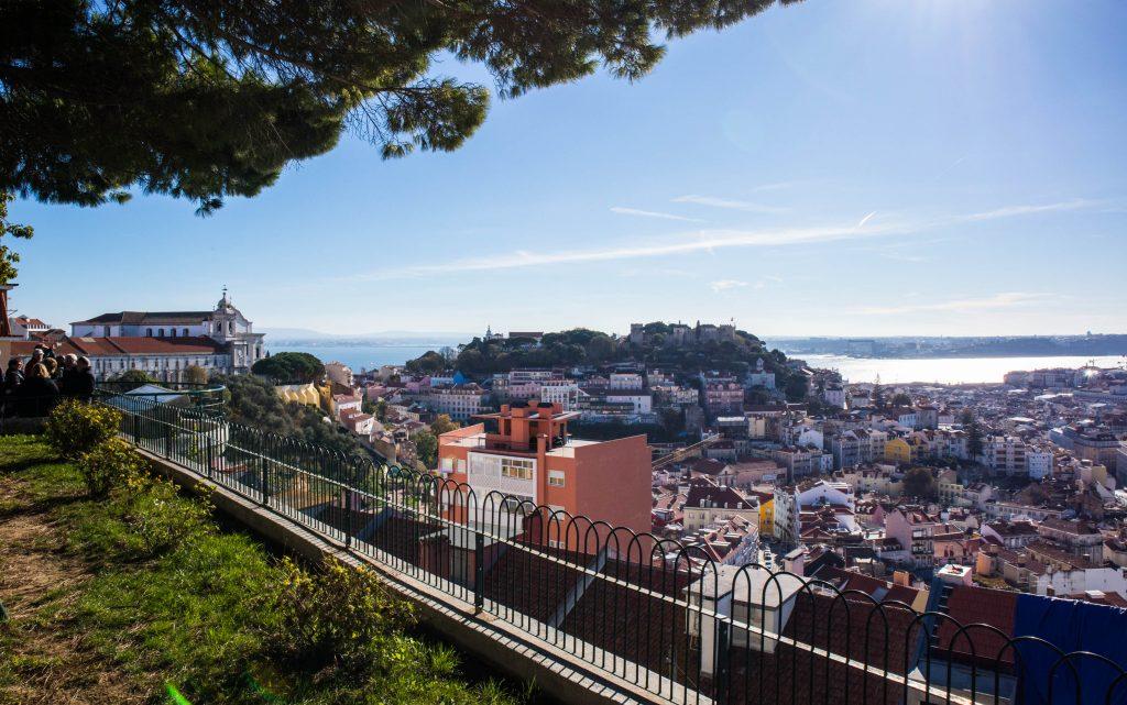 widok z tarasu widokowego w lizbonie
