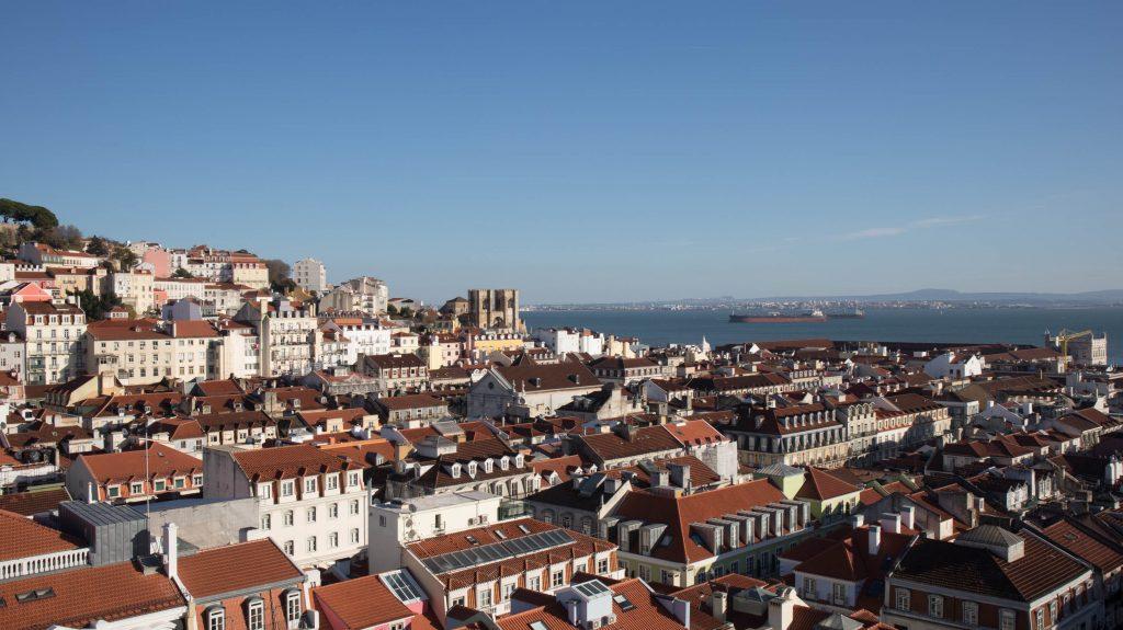 widok na lizbonę z windy santa justa