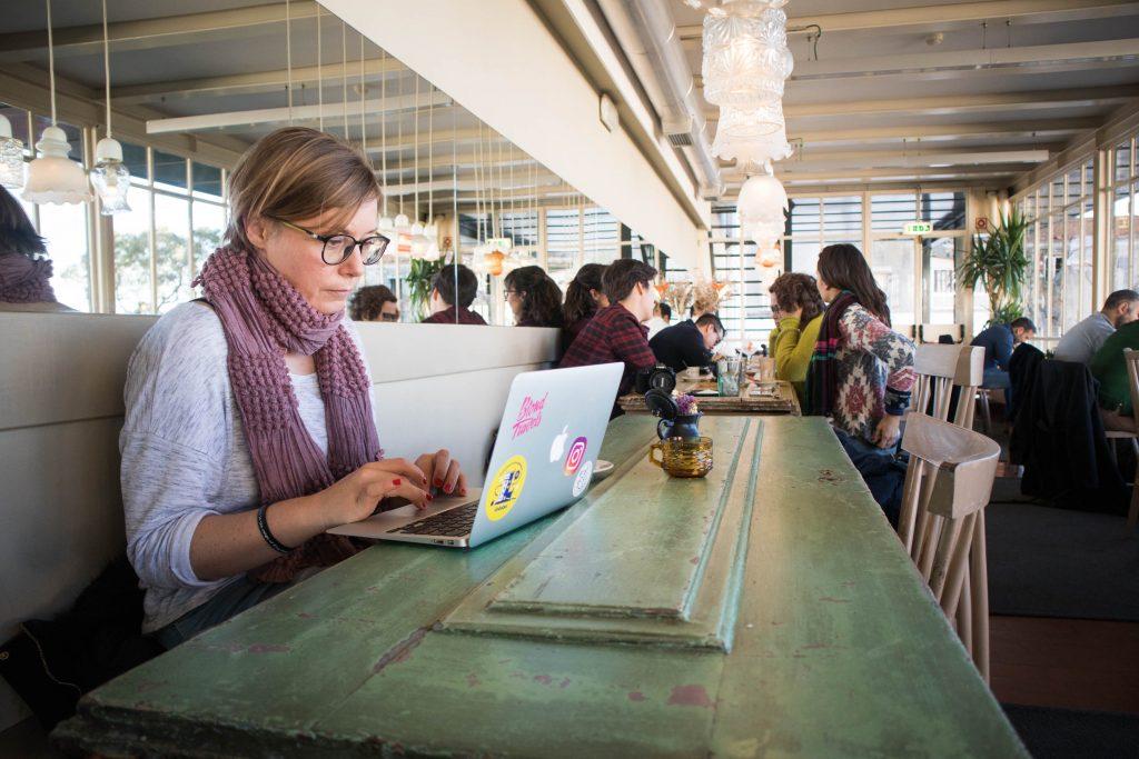 Joanna pracuje w kafejce Cafe de Garagem w Lizbonie