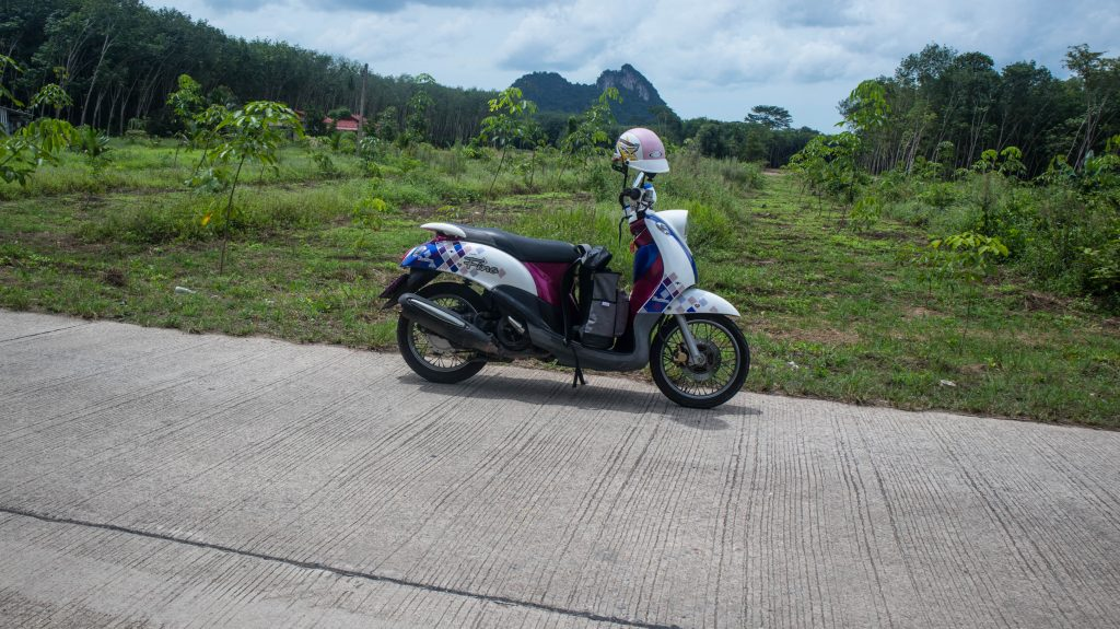 scooter in khanom