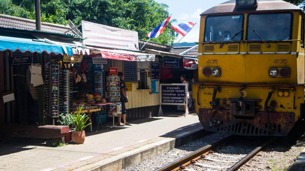 pociąg w Kanchanaburi