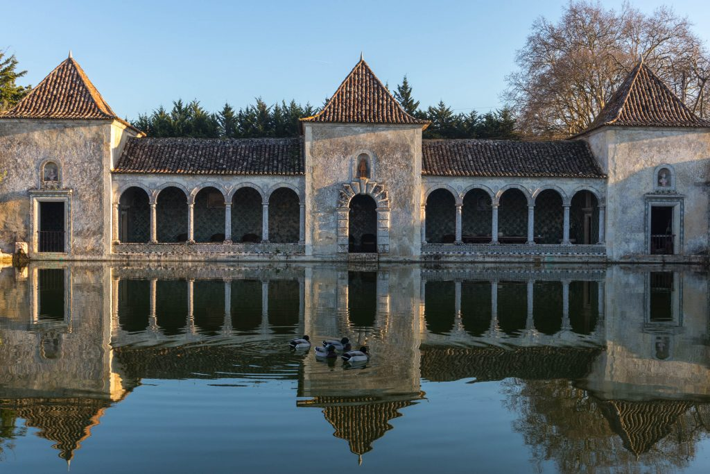 Quinta de Bacalhôa winery palace on the water reflecting in the pond