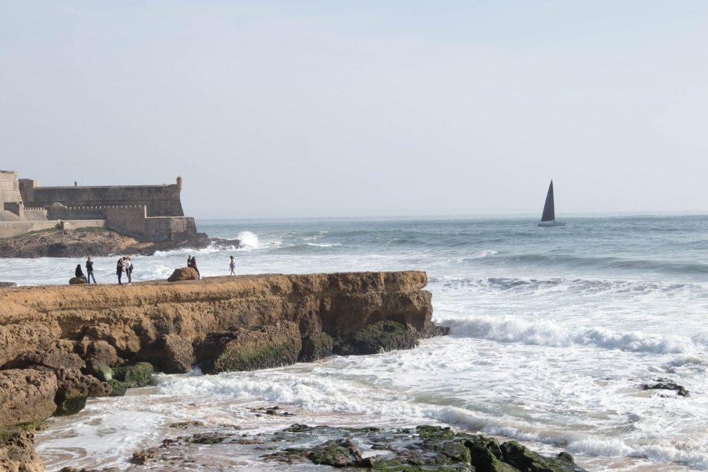 skaly i klify na plazy w carcavelos