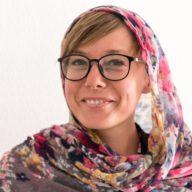kobieta sama w iranie