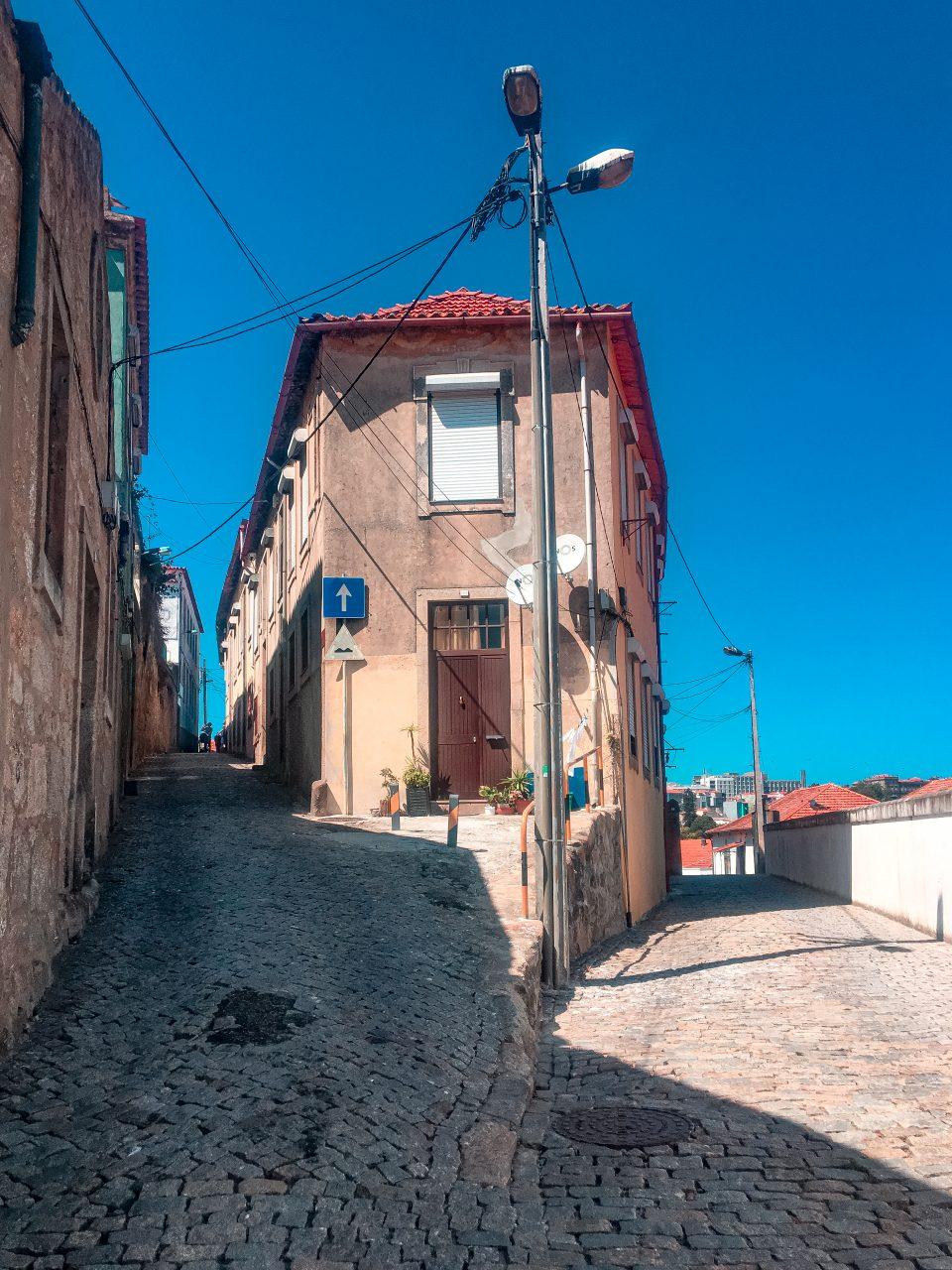ulice w gai w porto opuszczone domy