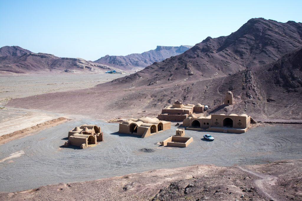 wierza ciszy na środku pustyni i w iranie widziana z góry