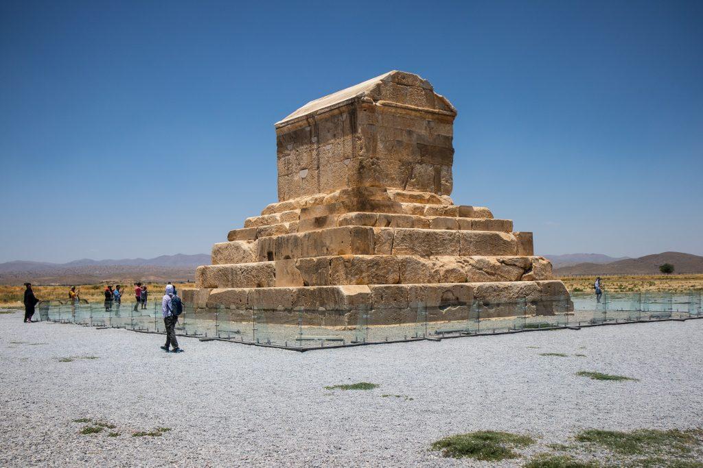 grób cyrrusa wielkiego w pasargady w iranie