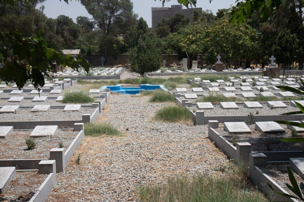 groby na polskim cmentarzu w teheranie