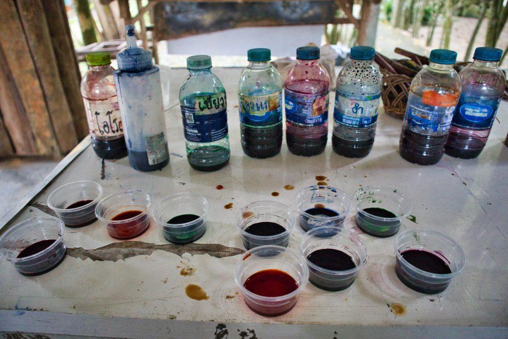 komplet farb do produkcji batiku z naturalnych składników.