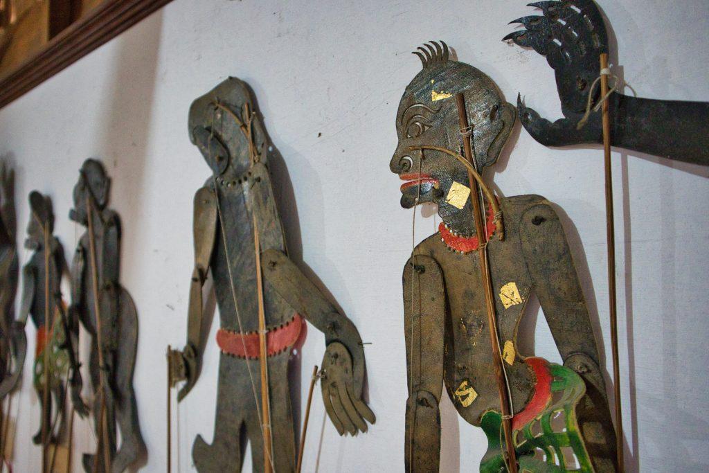 wystawa marionetek cieni w domuch sucharat sapsina w nakhon si thammarart